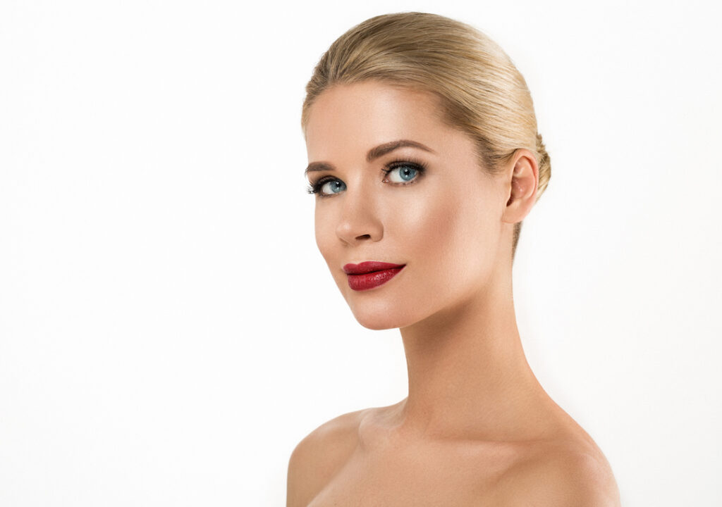 Woman with luscious lips | Featured iamge for natural lip enlargement.